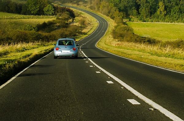 10 tips para viajes en carretera seguros y divertidos
