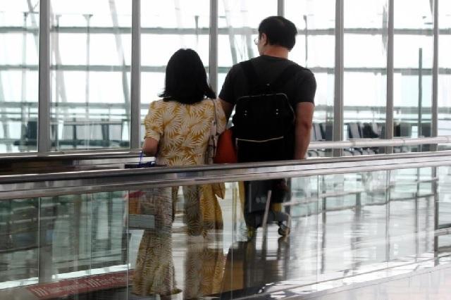 Hombre contrajo COVID-19 tras viajar en secreto a Italia con su amante