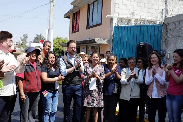 Banck entrega en Totimehuacan dos vialidades pavimentadas