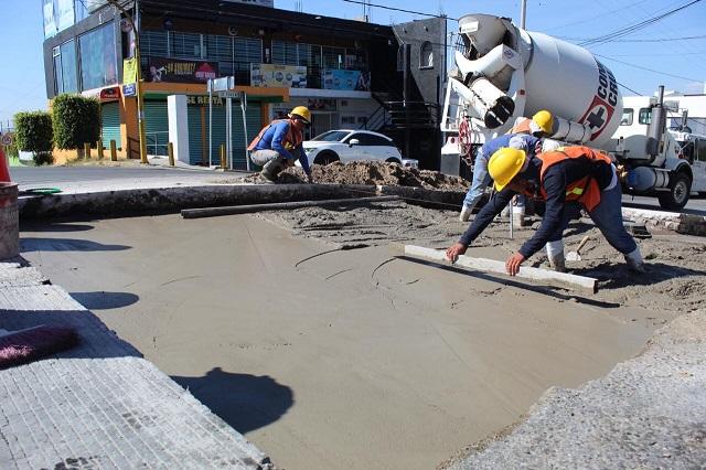 Gobierno capitalino repara concreto hidráulico en vialidades
