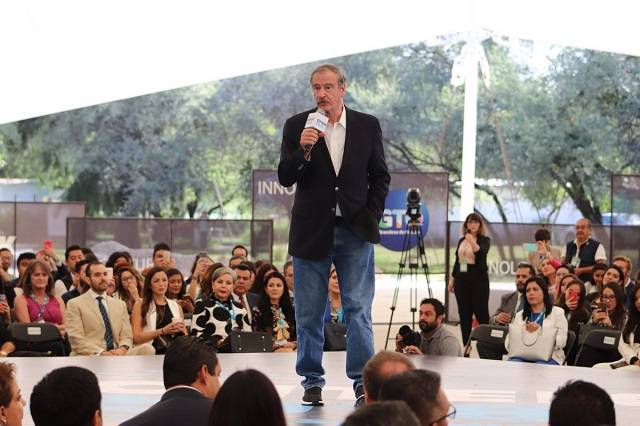 Vicente Fox reta a AMLO a debatir sobre el Seguro Popular