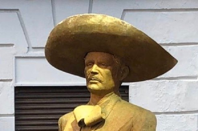Critican en redes sociales la estatua de Vicente Fernández