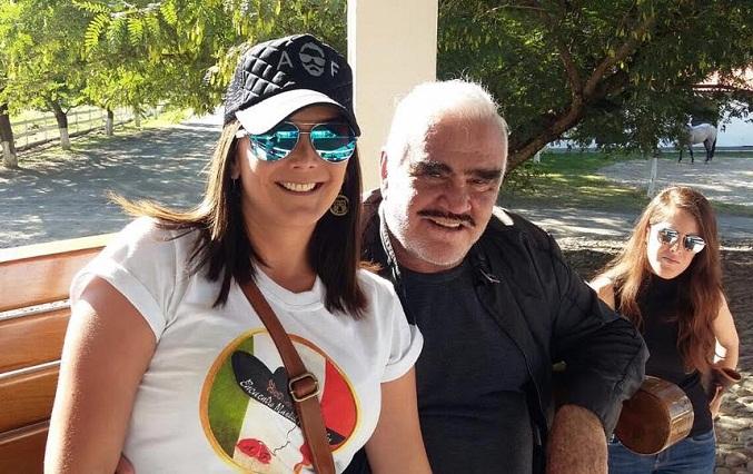 Fans de Alejandro Fernández consienten a Vicente Fernández