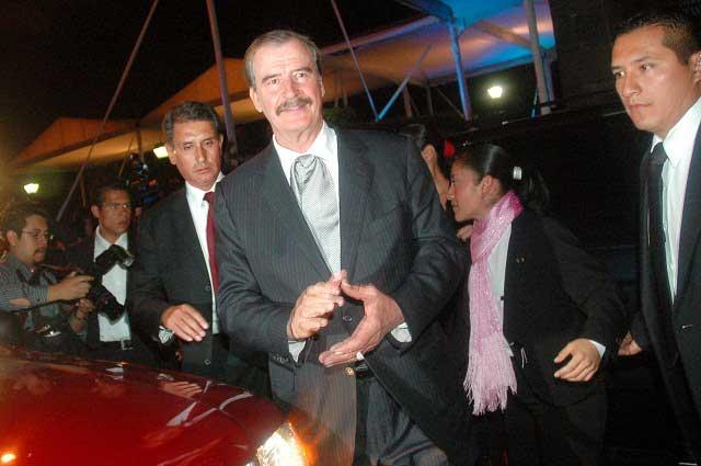 Vicente Fox debuta como actor promocionando serie Club de Cuervos