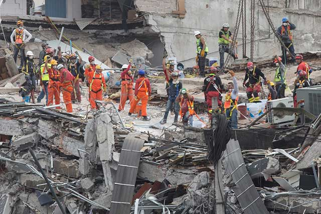 Aumenta a 345 el número de personas muertas por el sismo del 19 de septiembre