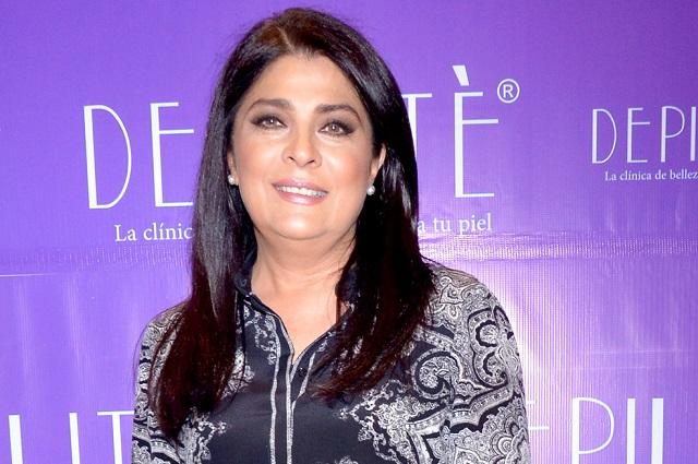 Victoria Ruffo y Arturo Peniche protagonizan Cita a Ciegas