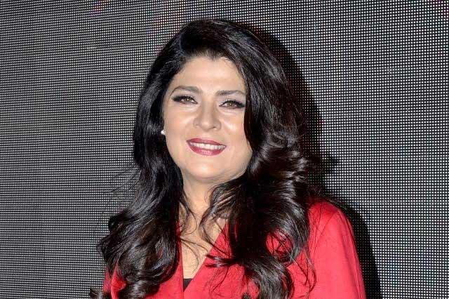 Victoria Ruffo responde a críticas por recortar en foto a Eugenio Derbez