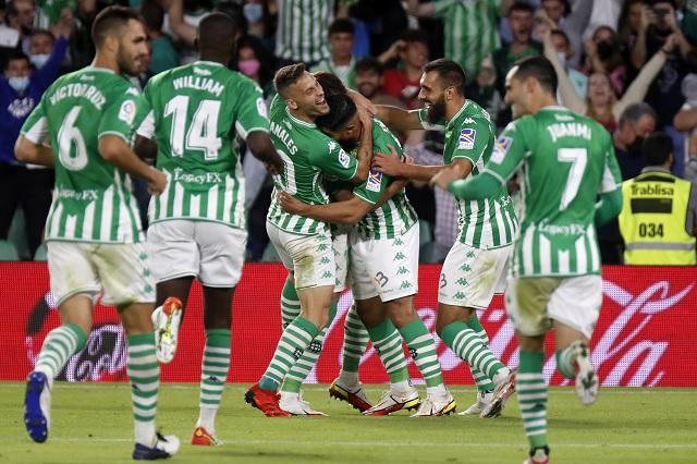 Betis firma goleada sobre Valencia; Guardado jugó 27 minutos