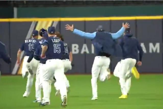 Victoria agónica: Terrible error de Dodgers le da la victortia a Rays