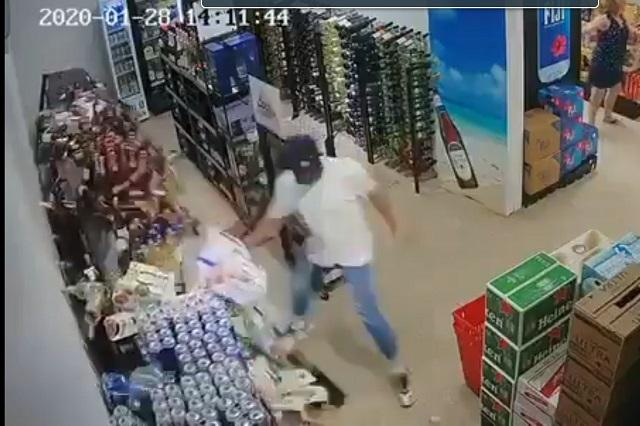 Video: Hombre se hace viral al tratar de salvar las cervezas durante sismo