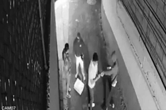 Video: 15 segundos bastaron para asaltar a pareja en CDMX