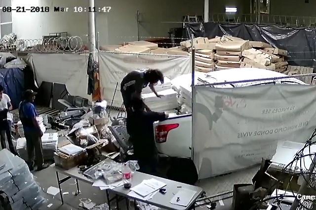 Captan en video cómo sacan papelería de la elección de Puebla
