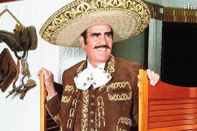 Captan a Vicente Fernández tocando inapropiadamente a una fan
