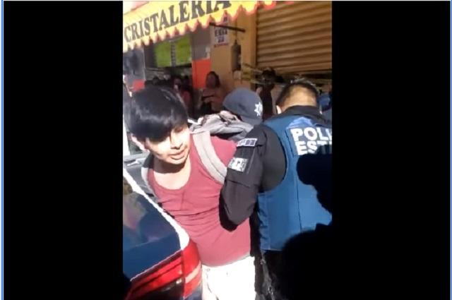 Video: 6 policías arrestan a joven por no usar cubrebocas
