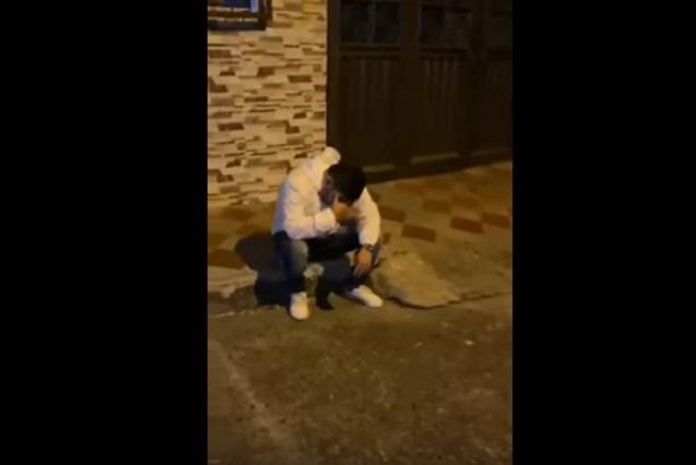 Video: Le lleva serenata a su novia y la encuentra con otro