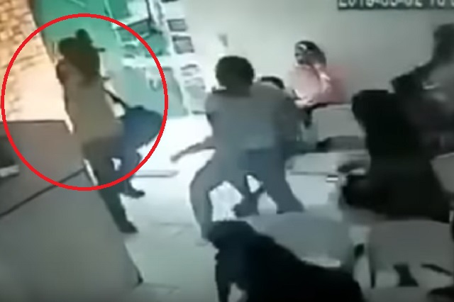 VIDEO: Sujeto asalta a un grupo de mujeres y termina humillado
