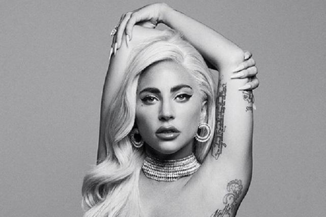 Video: Lady Gaga muestra cómo se relaja tras concierto y caída