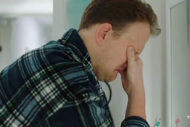 ¿Sufres dolor de cabeza y cansancio? Crean video y parodia viral para padres