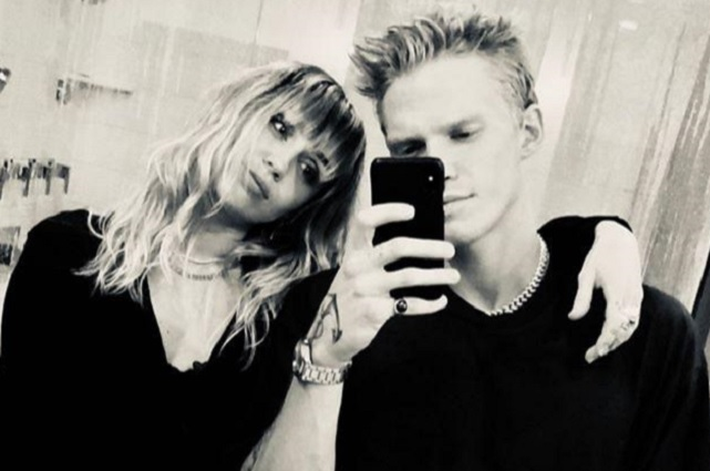 Video: Miley Cyrus y Cody Simpson se disfrazan de Joker