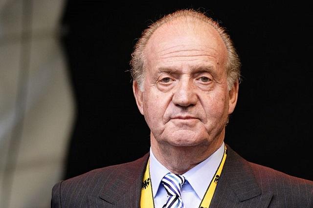 Acosado por la justicia, huye de España el rey Juan Carlos