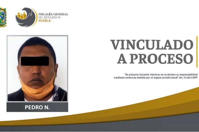 Taxista balea a cliente al discutir tarifa, en Puebla