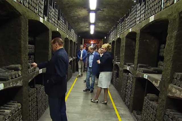 Putin y Berlusconi habrían descorchado el vino más caro del mundo