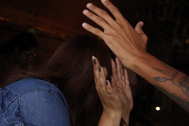 Mujer acuchilla a su pareja y él responde con golpes en Canoa