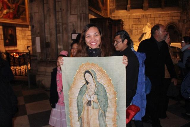 Hasta en París veneran a la Virgen de Guadalupe