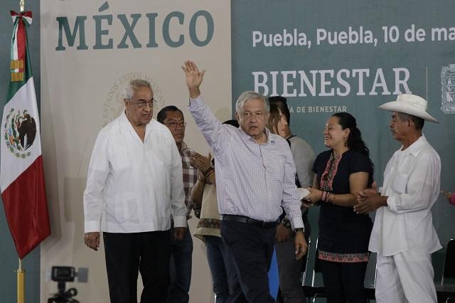 Nada de fraude electoral, pide López Obrador en Puebla