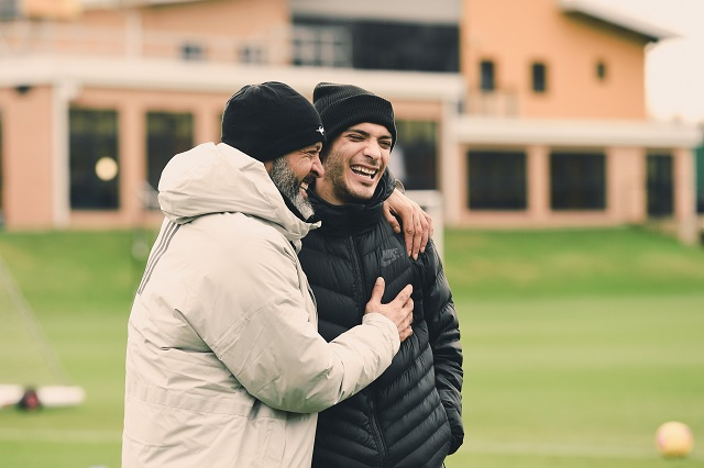 Raúl Jiménez reaparece como visita al entrenamiento de los Wolves