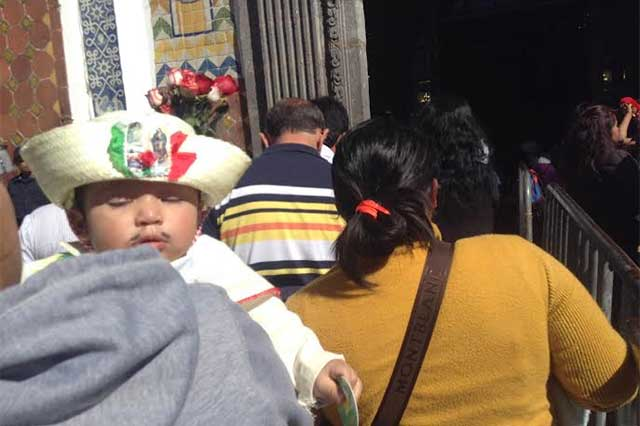 Visitan miles a la Virgen de Guadalupe y piden mejor futuro