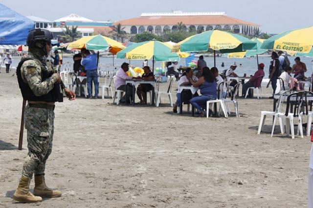 Pese a contingencia, playas mexicanas reciben cientos de visitantes