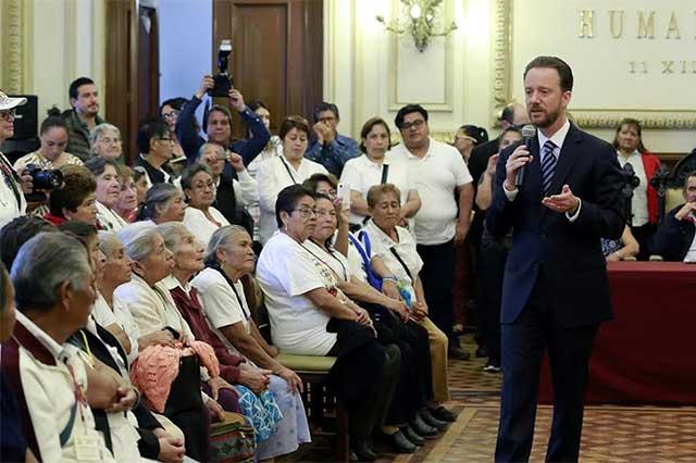 Recibe Banck en Palacio Municipal a visitantes de Huauchinango