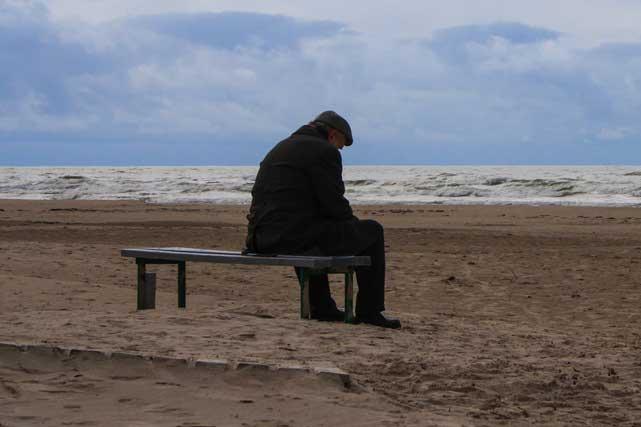 Un hombre viudo y solitario busca compañía para navidad