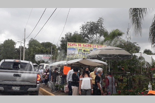 Pese a la pandemia, turistas visitan viveros en Atlixco