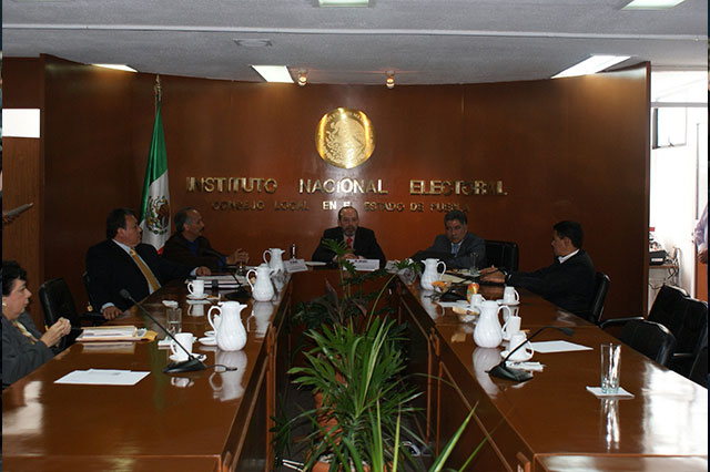 Rodríguez del Castillo protesta como vocal del INE en Puebla