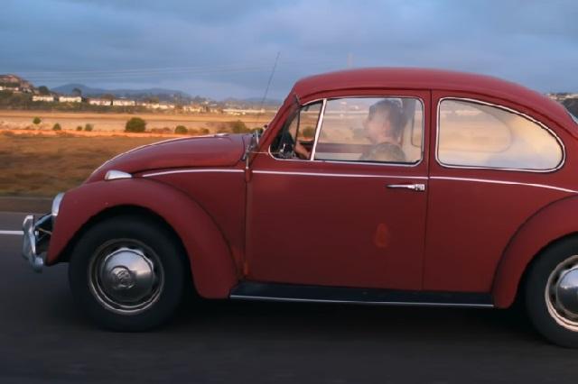 Mujer de EU conserva casi 50 años su auto y en Puebla se lo restauraron