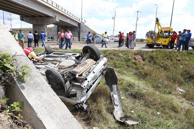 Vehículo pesado embiste a patrulla de Policía Ministerial