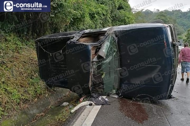 Volcadura en la México Tuxpan deja dos heridos