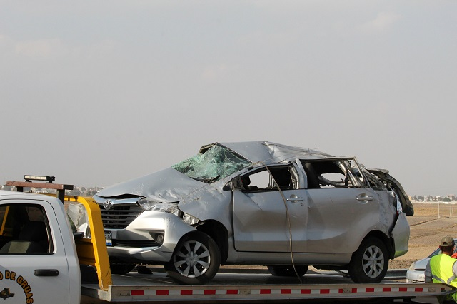 Taxi clandestino a exceso de velocidad mata a dos en Atlixco