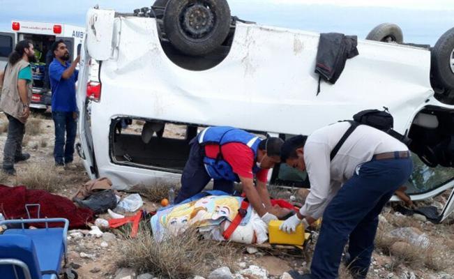 Caravana de Marichuy sufre volcadura y fallece una persona