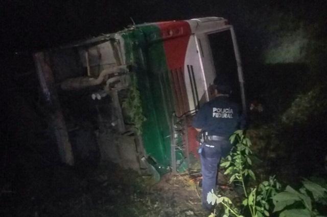 Vuelca autobús en La Ceiba; tres muertos y 2 heridos graves