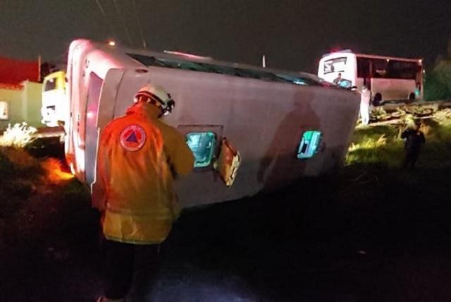 Lluvia ocasiona volcadura de Ruta 2A y deja tres lesionados