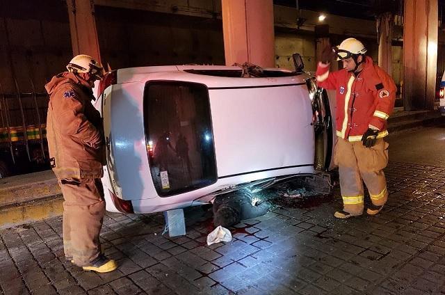 Un muerto y dos heridos deja volcadura en el Juárez-Serdán