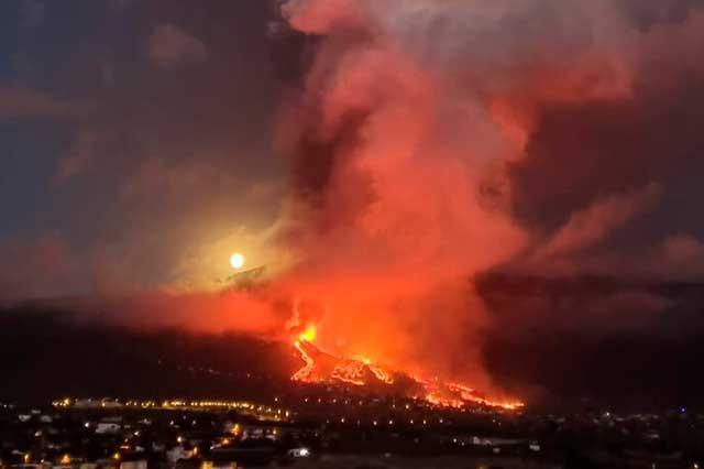 Por erupción de volcanes evacúan a miles en España e Italia