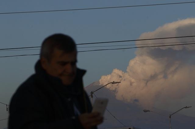 Por ceniza del volcán, cierran por segundo día Aeropuerto de Puebla