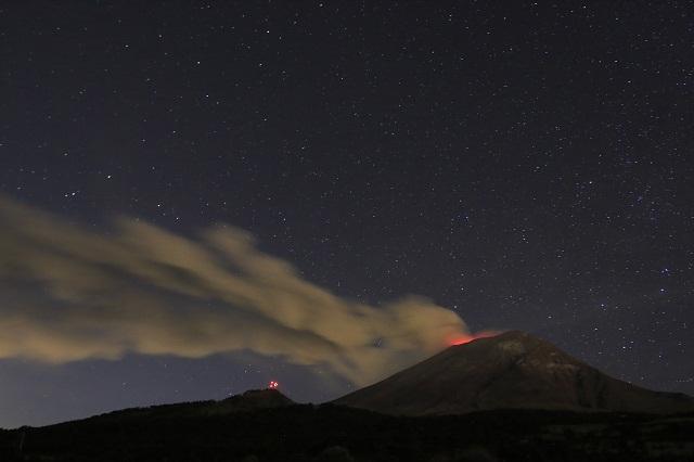 Expulsa cráter del Popo fragmentos de lava, reporta el Cenapred