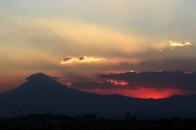 El volcán Popocatépetl registra explosión y lanza ceniza