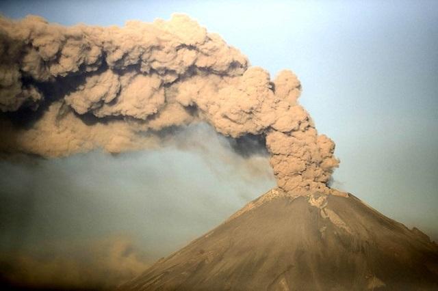 Continuará Popocatépetl con actividad intensa-moderada