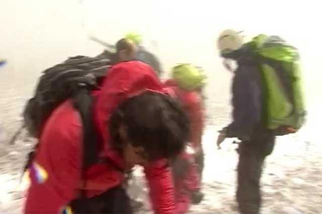 (Video) Erupción del volcán Etna lesiona a 8 reporteros de la BBC